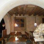außen, im Winter als Holzvorratsraum genutzt