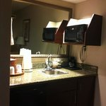 loved the small wet bar area!! needed the extra sink!!