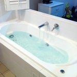 The en suite bath