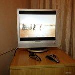 camera 11: tv (piccolissima) sopra frigo