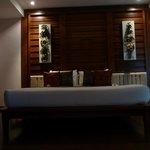 Badkamer met apparte bank en salontafel