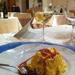 Bavarese al torroncino con salsa al caramello accompagnata dal Brut Villa Grazianella