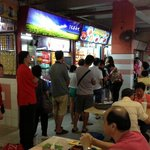 Hongkong Soya Sauce Chicken Rice & Noodle typical queue.