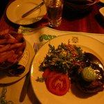 tartare alla griglia con verdure miste e patate fritte! Ottimo!!