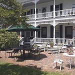 Pecan Tree Inn patio