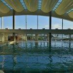 Schwimmbad mit Meerblick