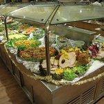 Buffet de pratos frios e quentes