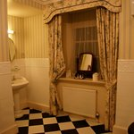 Knockdolian room.....bathroom