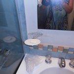 descascarada la pared del baño