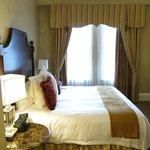 Bedroom in suite 11222