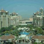 Vista general del hotel y los apartamentos