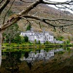 Up close photo of the gorgeous Kylemore Abbey estate!