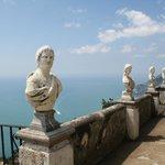 Vista do mar mediterrâneo na Vila Cimbrone, Ravelo