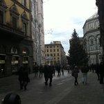 Usciti dal portone di Palazzo Ruspoli