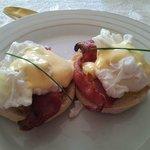 Breakfast; eggs benedict