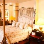 Suite's bed
