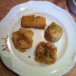 Patisseries libanaises : 8€ (et délicieux)