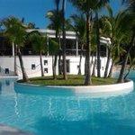 piscina e bar del Riu Naiboa