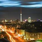 avondfoto vanuit de Skybar op het centrum Mitte