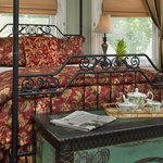 The Harmony Suite reflects the Victorians' passion for the vibrancy of the Orient.