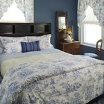 Cozy Morris Canal room decorated in French blue toile