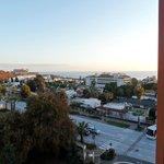 Goed uitzicht vanuit de meeste kamers op zee of zwembad