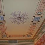 le tres beau plafond de la chambre