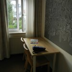 ungemütliche Zimmeraufteilung und wenig ansprechende, einfache Möblierung