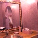 Prachtige badkamer in kleurrijke mozaïek