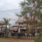 Il bar visto dalla spiaggia