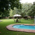 Tuin met (klein) zwembad