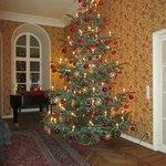 Weihnachtliche Stimmung im Kaminzimmer