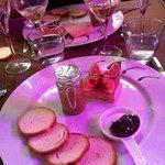 foie gras du chef, confiture de figues du pays et compotee d oignons maison