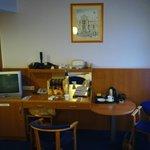 Tea & coffee making facilities, table & chairs