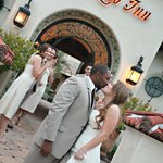 Wedding Photos in front of Su Nido Inn