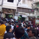 Rush of unorganized people outside the temple