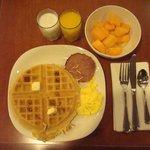Breakfast (complementary)