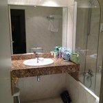 Adequately sized bathroom