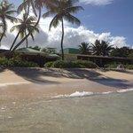 Stranden foran restauranten