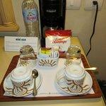café y hervidora en la habitación