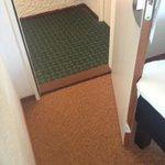 porte ne s'ouvre pas complètement, chambre 111