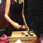 lady served the pu'er tea