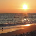 Coucher de soleil sur la plage de Sanibel du Blue Dolphin Cottages