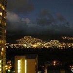 通路からの山側の夜景