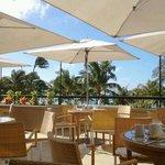 shor outdoor dining terrace