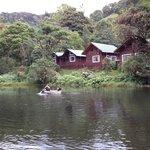 cabinas y lago