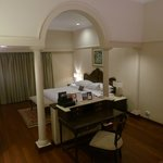Nice double room with central desk between sleep and sitting area