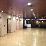 エレベータホールも広い