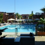 Pool von der Hotelhalle aus