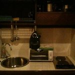 La cucina che si trova dentro l'armadio.
